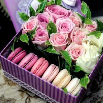6 макарун с розами