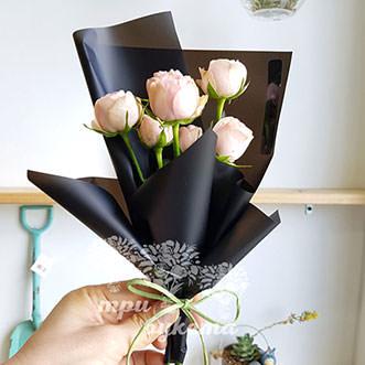 Мини-букет из 7 кремовых роз