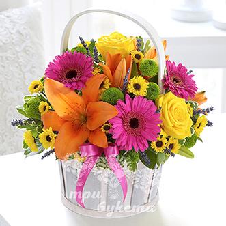 Компактная корзина с цветами